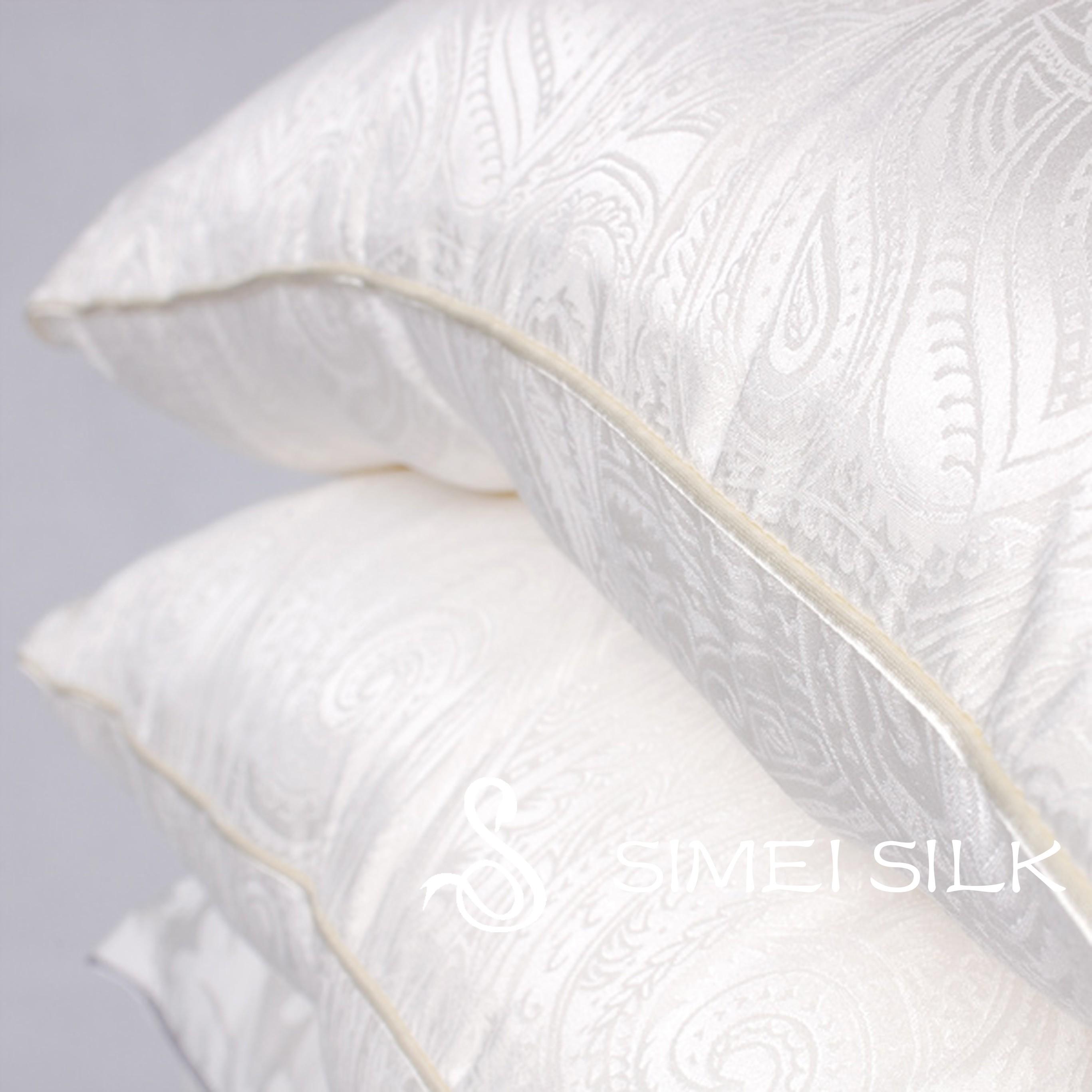 Silkkityyny Charmeuse-silkkipäällyksellä (queen size)