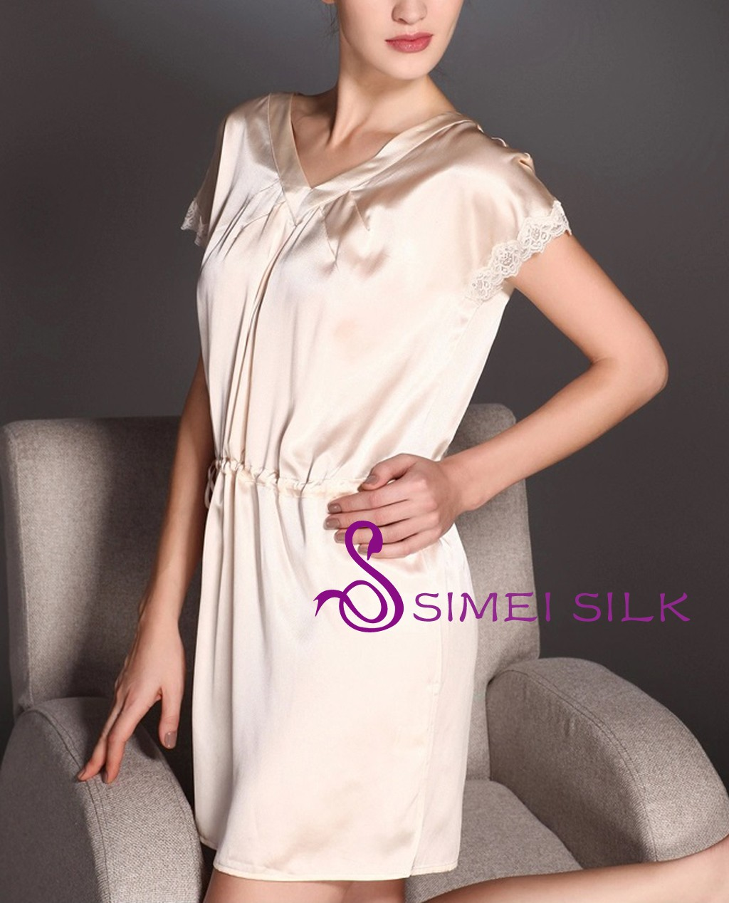 Naisten silkkiyö- ja oloasu, kuorittu mantel